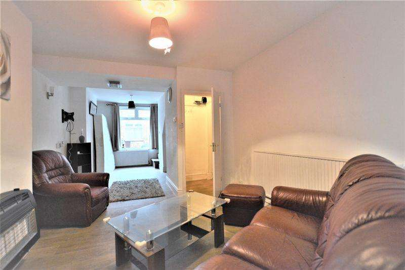 2 Bedrooms Terraced House for sale in Russell Street, Lincoln