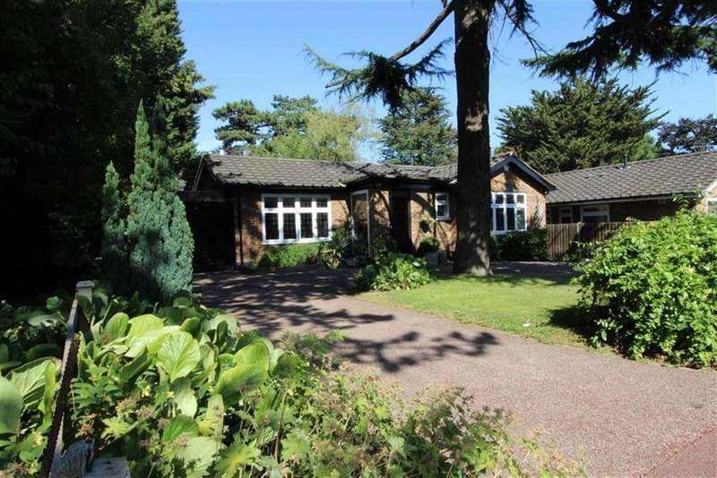 2 Bedrooms Detached Bungalow for sale in Maplin Close, Winchmore Hill, London