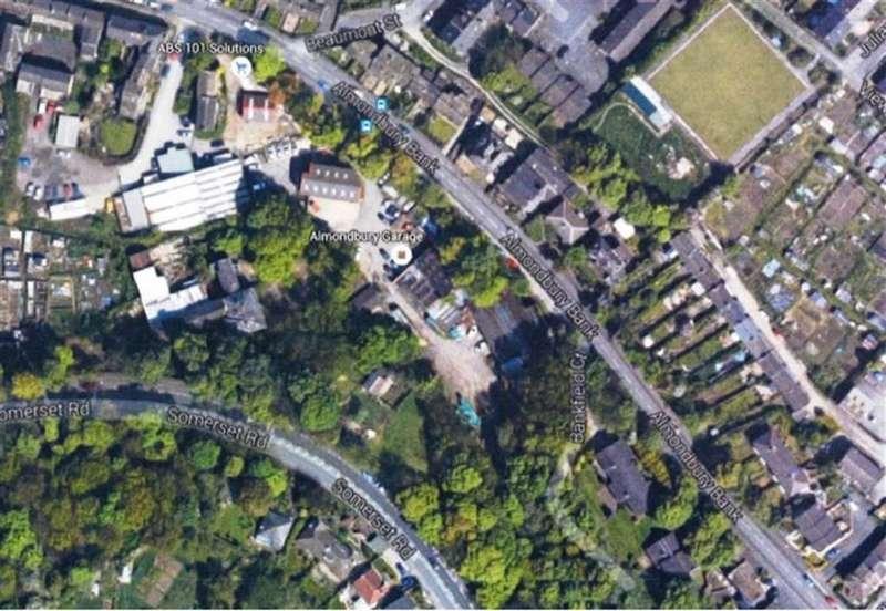 Detached House for sale in Almondbury Bank, Almondbury, Huddersfield, HD5
