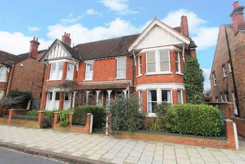 2 Bedrooms Flat for sale in Beverley Crescent, Bedford MK40