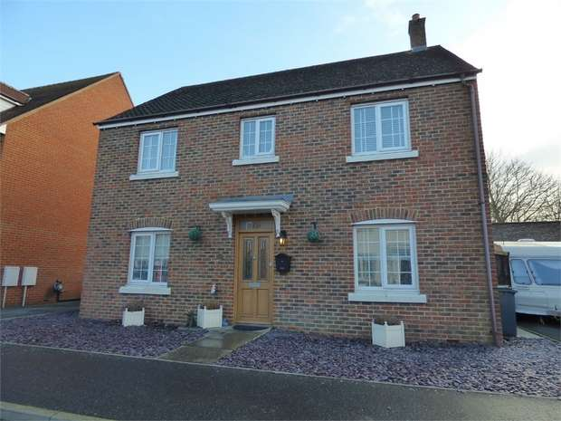 4 Bedrooms Detached House for sale in Pine Close, Rendlesham, Woodbridge, Suffolk