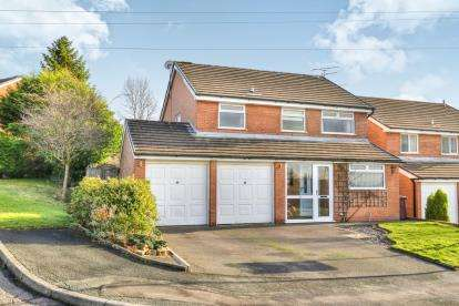 4 Bedrooms Detached House for sale in Cartmel Drive, Ightenhill, Burnley, Lancashire