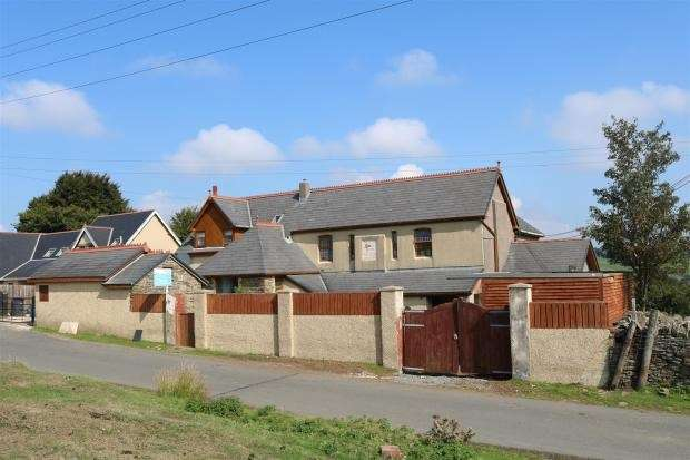 5 Bedrooms Detached House for sale in Pantygasseg, Pontypool, NP4