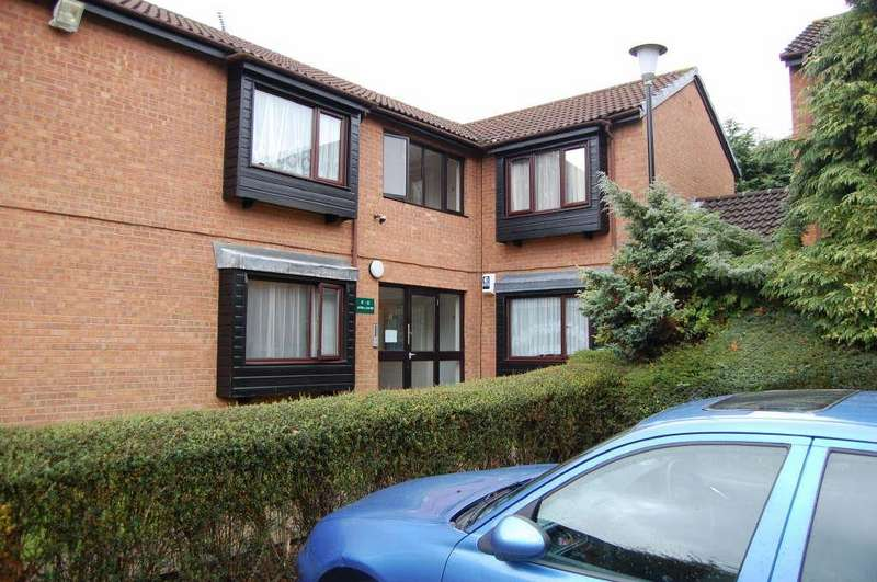 Studio Flat for sale in Astra Court, Round Green, Luton