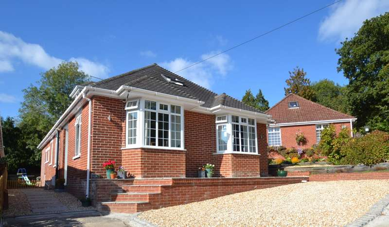 4 Bedrooms Bungalow for sale in Old Bishopstoke