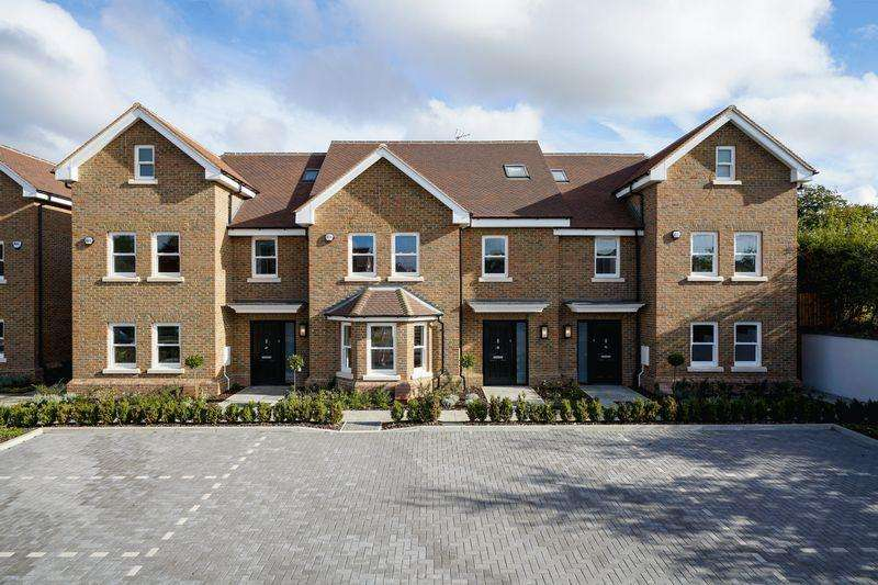 4 Bedrooms Terraced House for sale in The Harrows, Harpenden
