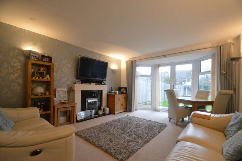 4 Bedrooms Semi Detached House for sale in Rosehead Drive, Harborne, Birmingham