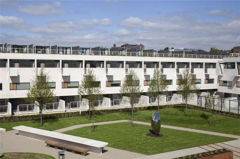 2 Bedrooms Flat for sale in Gabriel Square, St. Albans, Hertfordshire, AL1