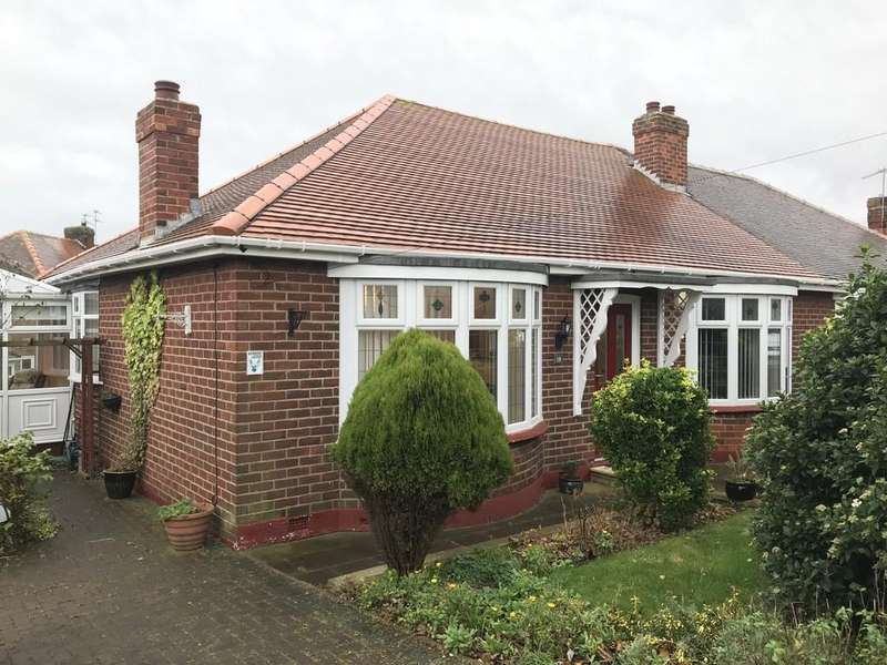2 Bedrooms Semi Detached Bungalow for sale in Charlton Road, Fulwell