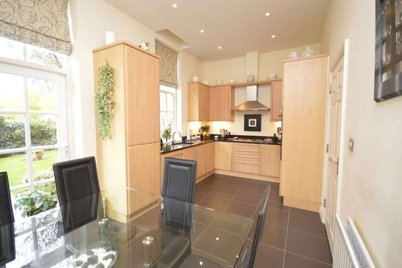 3 Bedrooms Flat for sale in Goldring Way, London Colney, St. Albans, AL2