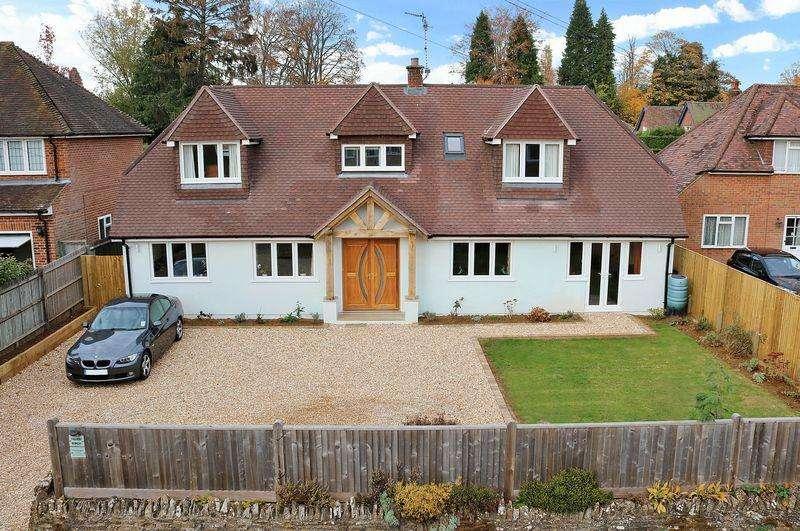 4 Bedrooms Detached House for sale in Oakdene Road, Busbridge