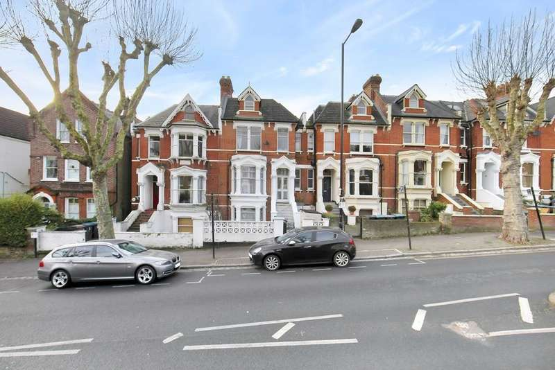 6 Bedrooms House for sale in Ferme Park Road, London N4