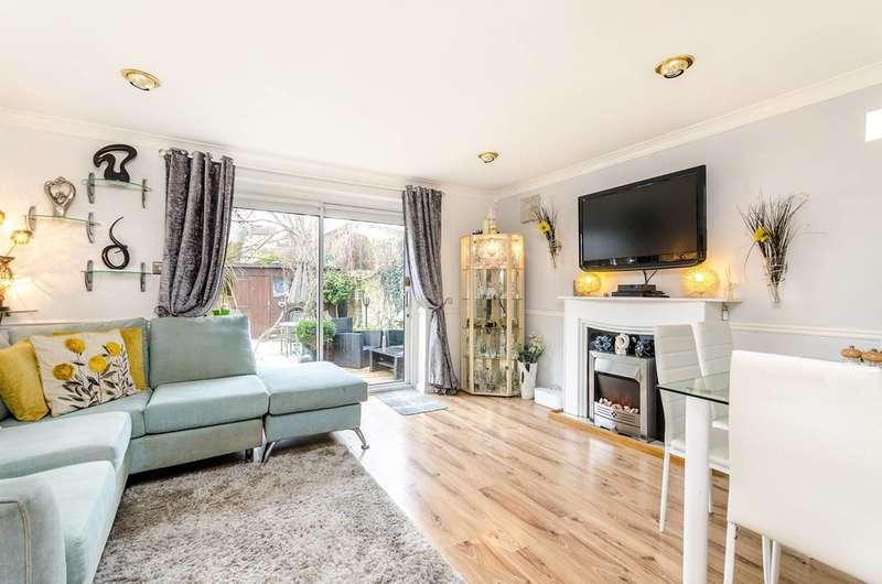 3 Bedrooms Semi Detached House for sale in Belfast Road, Croydon, SE25