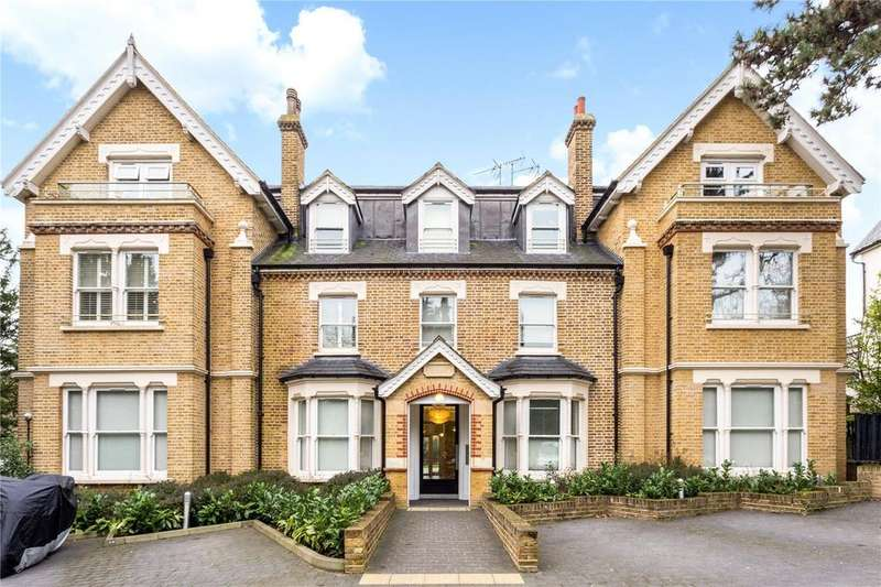 2 Bedrooms Flat for sale in Coopers Court, 30 Piercing Hill, Theydon Bois, Epping, CM16