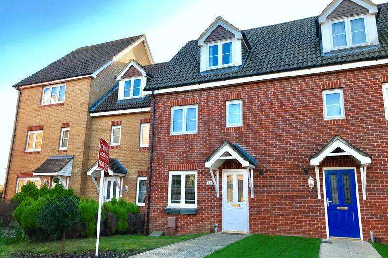 3 Bedrooms Town House for sale in Martinet Drive, Lee-On-The-Solent, PO13