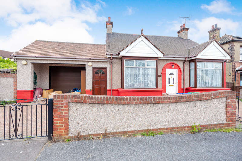 3 Bedrooms Detached Bungalow for sale in Medina Road, Grays, RM17