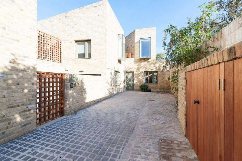 2 Bedrooms Terraced House for sale in Moray Mews, Finsbury Park, N7