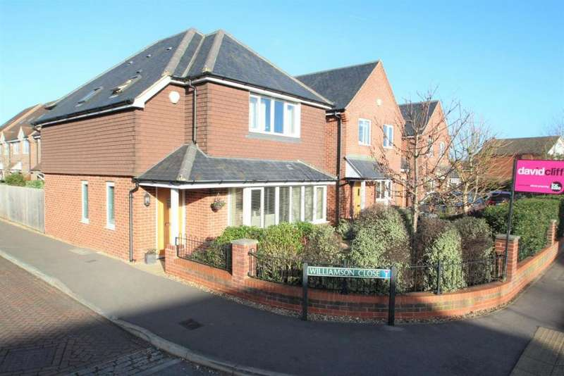 3 Bedrooms Detached House for sale in Williamson Close, Mortimer Common, RG7