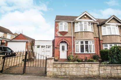3 Bedrooms Semi Detached House for sale in Cranleigh Gardens, Luton, Bedfordshire