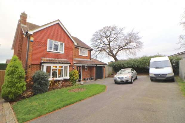 4 Bedrooms Detached House for sale in Helvellyn Drive, Eastbourne, BN23