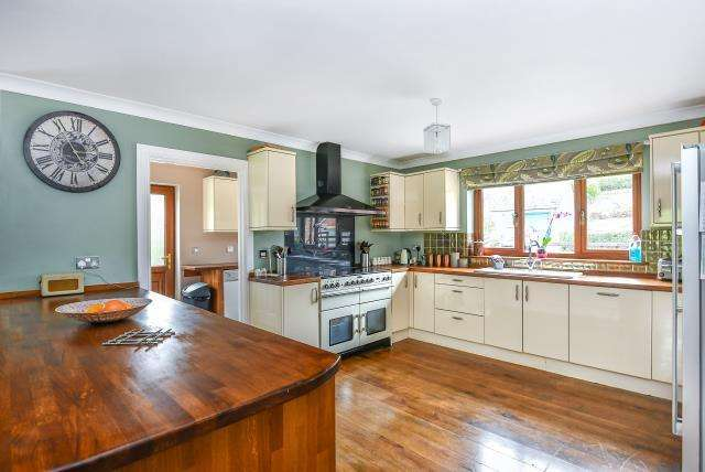 5 Bedrooms Detached House for sale in Abbeycwmhir, Llandrindod Wells, LD1