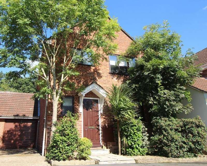 3 Bedrooms Link Detached House for sale in Blackwater Avenue, Colchester, Essex, CO4