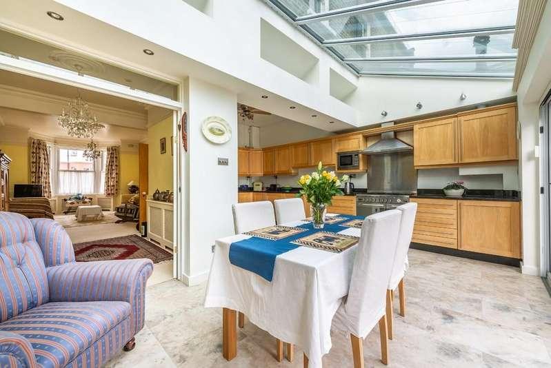 3 Bedrooms Terraced House for sale in Dover Road, Aldersbrook