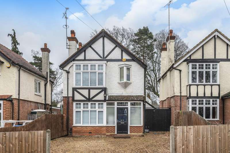 3 Bedrooms Detached House for sale in Farnborough Road, Farnborough , Hampshire, GU14