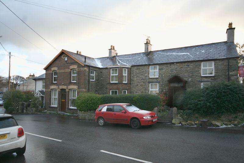 6 Bedrooms Terraced House for sale in Llanddaniel, Anglesey