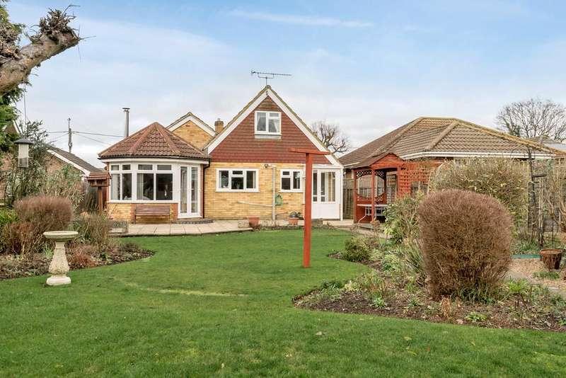 4 Bedrooms Chalet House for sale in Hazel Road, Ash Green
