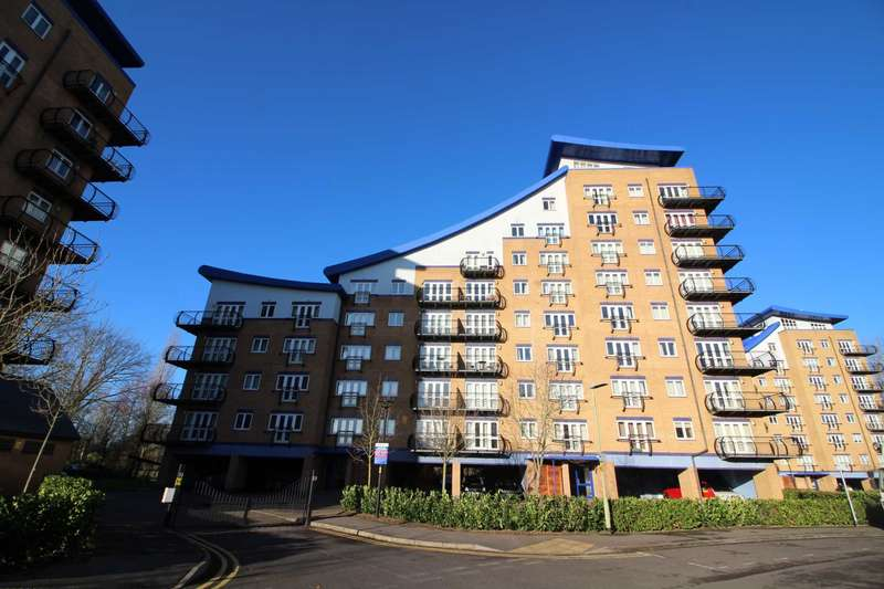 2 Bedrooms Apartment Flat for sale in Luscinia View, Meadow View, Reading