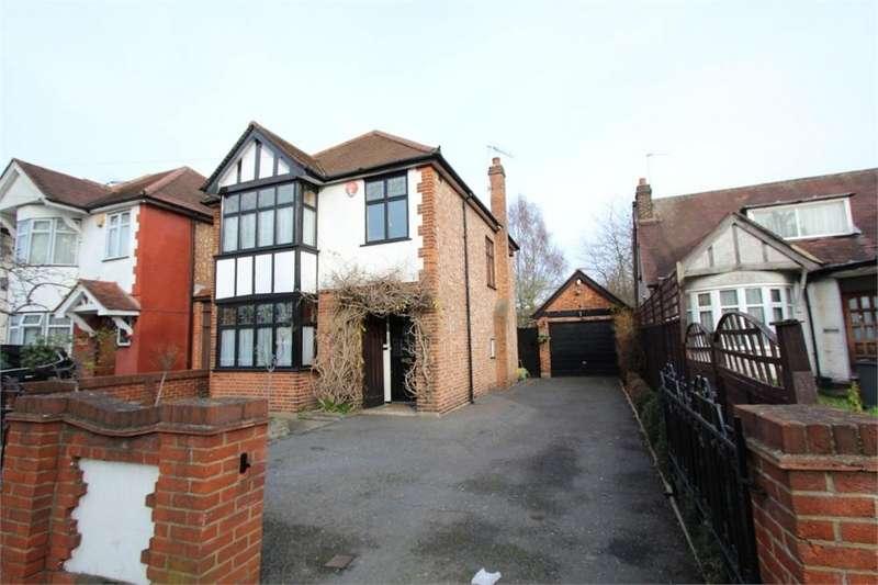 3 Bedrooms Detached House for sale in Bedfont Lane, FELTHAM, Middlesex