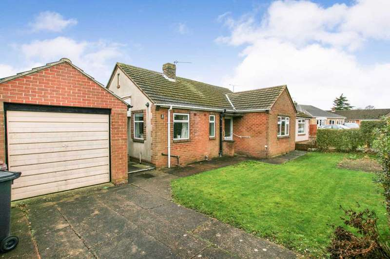 3 Bedrooms Bungalow for sale in Highfields Crescent, Dronfield, Derbyshire, S18 1UT