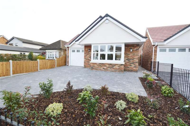3 Bedrooms Detached Bungalow for sale in Warwick Road, Rayleigh, Essex, SS6