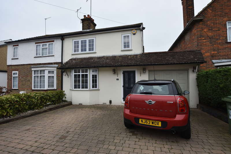 4 Bedrooms Semi Detached House for sale in First Avenue, Garston Watford