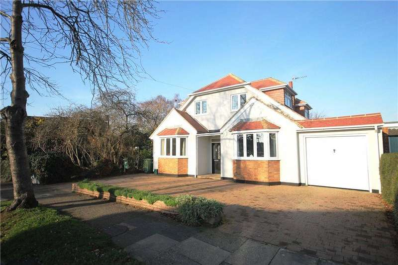 5 Bedrooms Detached House for sale in The Avenue, Laleham, Middlesex, TW18