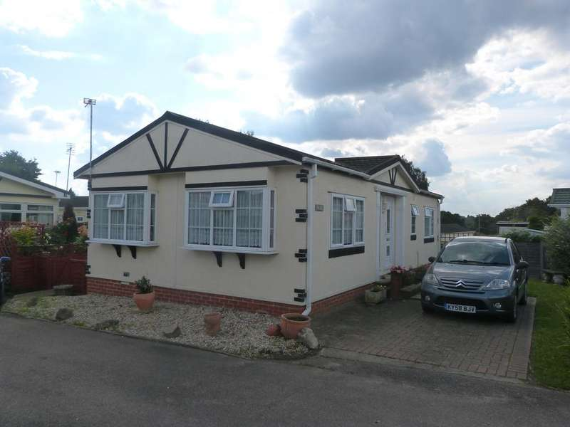 2 Bedrooms Park Home Mobile Home for sale in Galley Hill, Waltham Abbey EN9