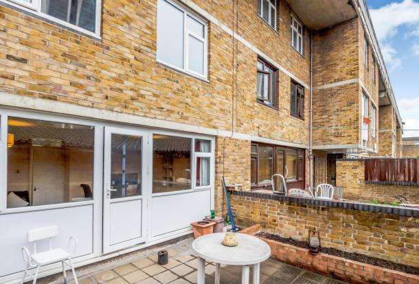 2 Bedrooms Maisonette Flat for sale in Cable Street, London E1