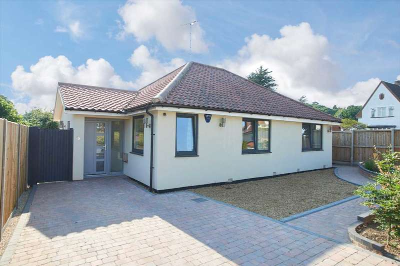 4 Bedrooms Detached House for sale in Hillside Road, Thorpe St Andrew, Norwich