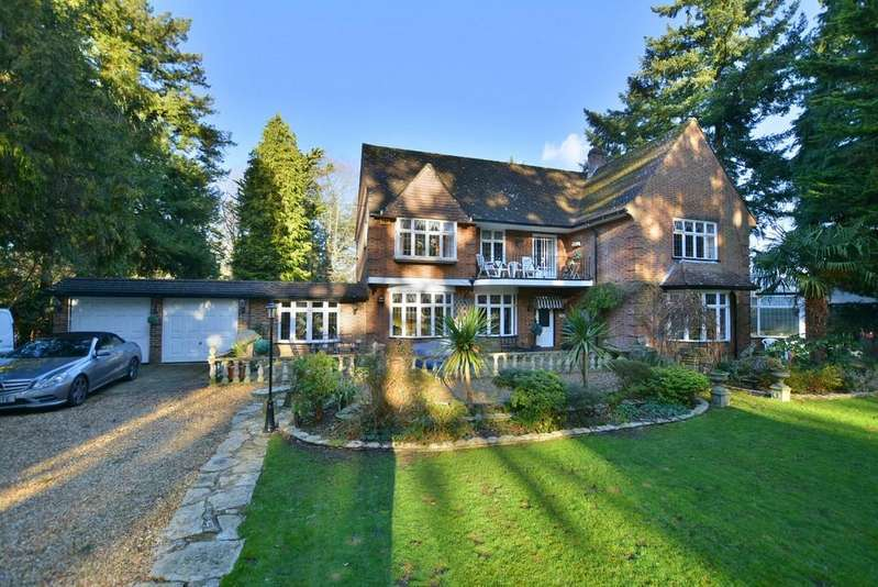 4 Bedrooms Detached House for sale in Woodland Walk, Ferndown