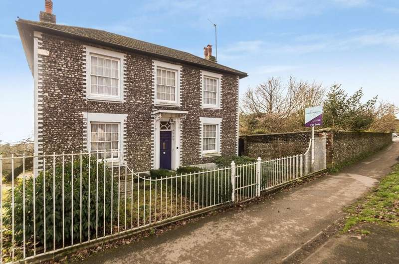 4 Bedrooms Detached House for sale in Winchester Road, Petersfield, GU32