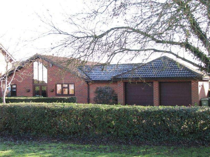 3 Bedrooms Detached Bungalow for sale in Milesmere, Milton Keynes