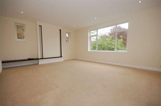 2 Bedrooms Flat for rent in Rossmore Court, 76 Albemarle Road, Beckenham, Kent