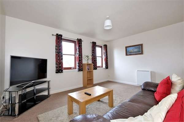 2 Bedrooms Flat for sale in Hutcheon Low Place, Aberdeen