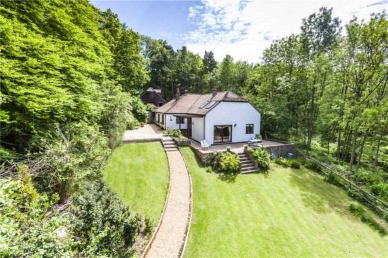 5 Bedrooms Detached House for sale in Chinnor Hill