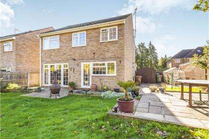 4 Bedrooms Detached House for sale in Thornbury Close, Stevenage, Hertfordshire, England