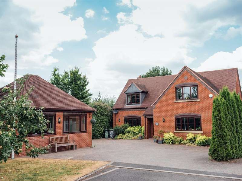 4 Bedrooms Detached House for sale in Broughton Hackett, Worcestershire, WR7