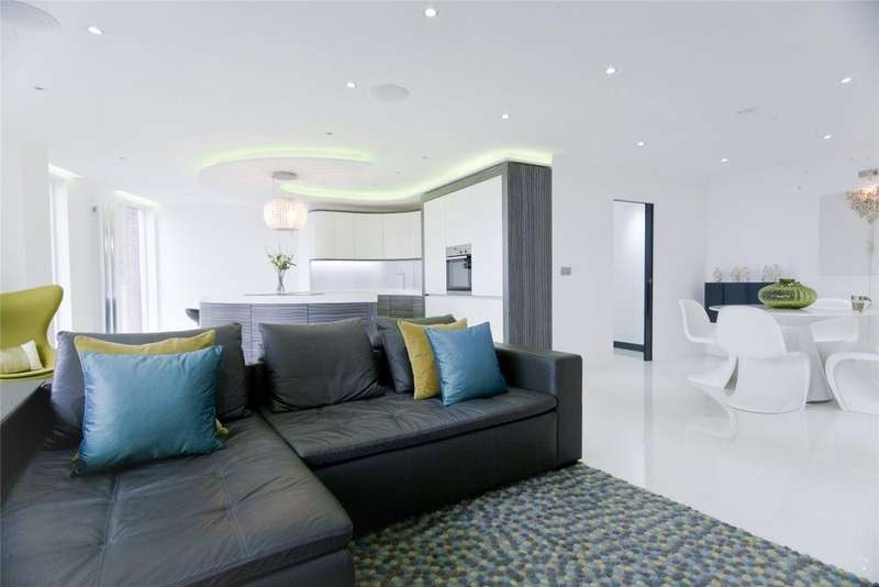 2 Bedrooms Flat for sale in Candle House, Granary Wharf, 1 Wharf Approach, Leeds, West Yorkshire, LS1