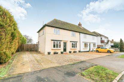 3 Bedrooms Semi Detached House for sale in The Grove, Silsoe, Beds, Bedfordshire