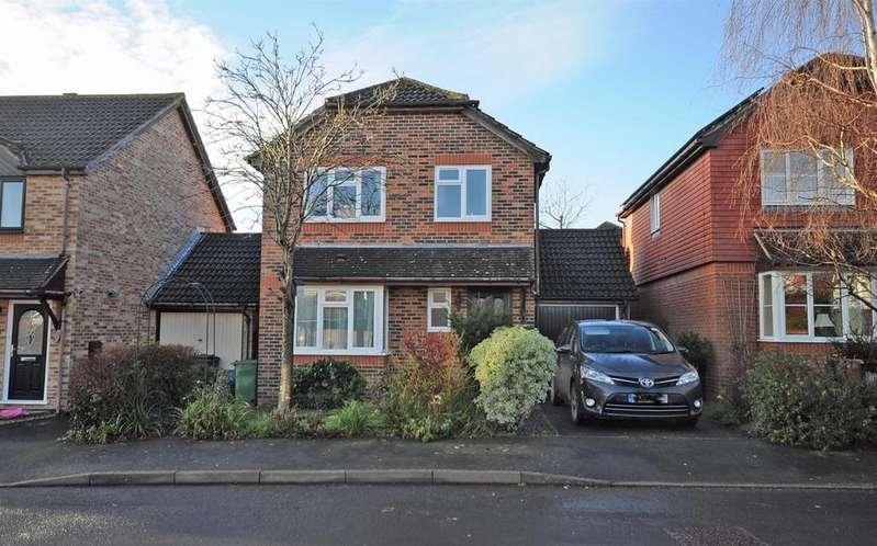 3 Bedrooms Detached House for sale in Greenacres Drive, Hailsham